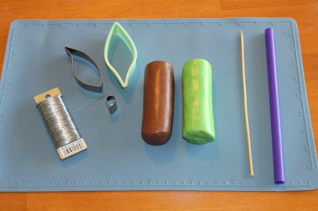 Fondant and Materials for Making a Palm Tree on Bluprint