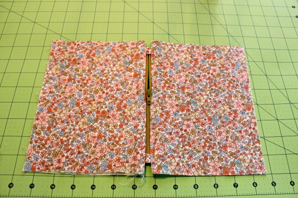 Installing Zipper into Fabric: Top View of Fabric