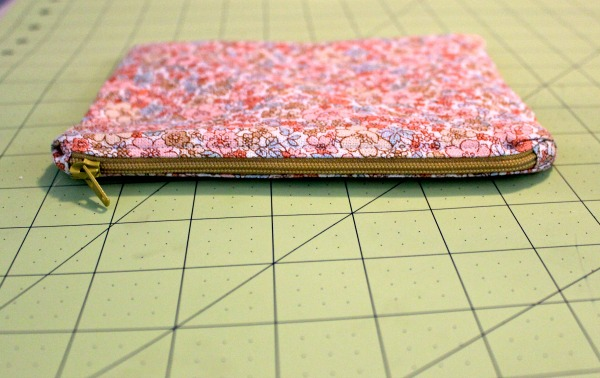 Floral Clutch: Zipper with covered ends
