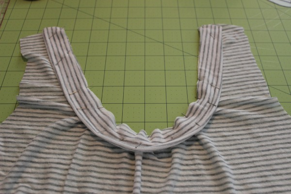 Pinned neckband