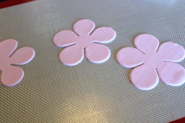 Flower-Shaped Gum Paste on Mat - on Bluprint