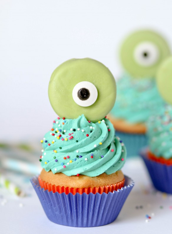 Green Eyeball Cupcake Toppers