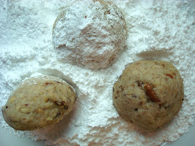 Rolling Cookies in Confectioners Sugar