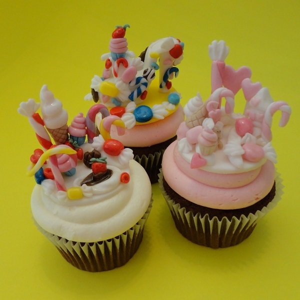 Cupcakes with Fondant Candy Toppers