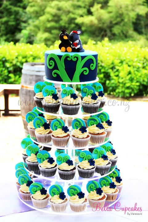 Down Under Inspired Wedding Cake & Cupcakes