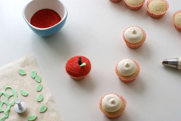 Decorating Cupcakes - www.craftsy.com