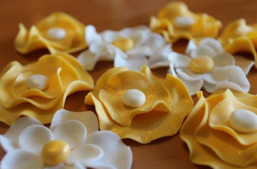 fondant flowers gold and white