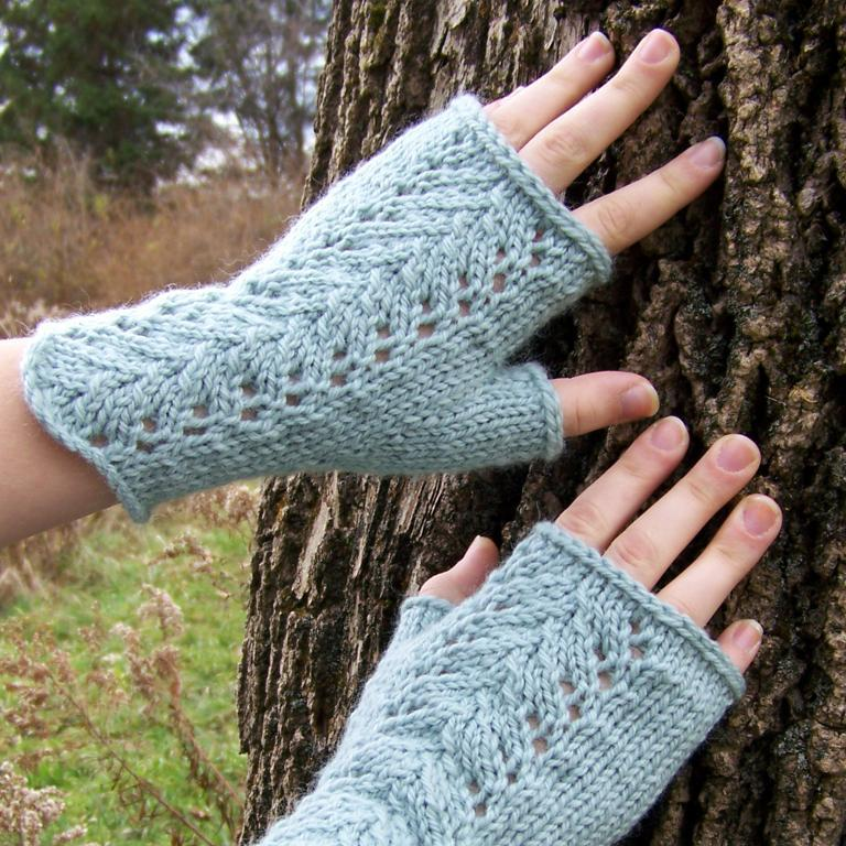 Lace knit fingerless gloves