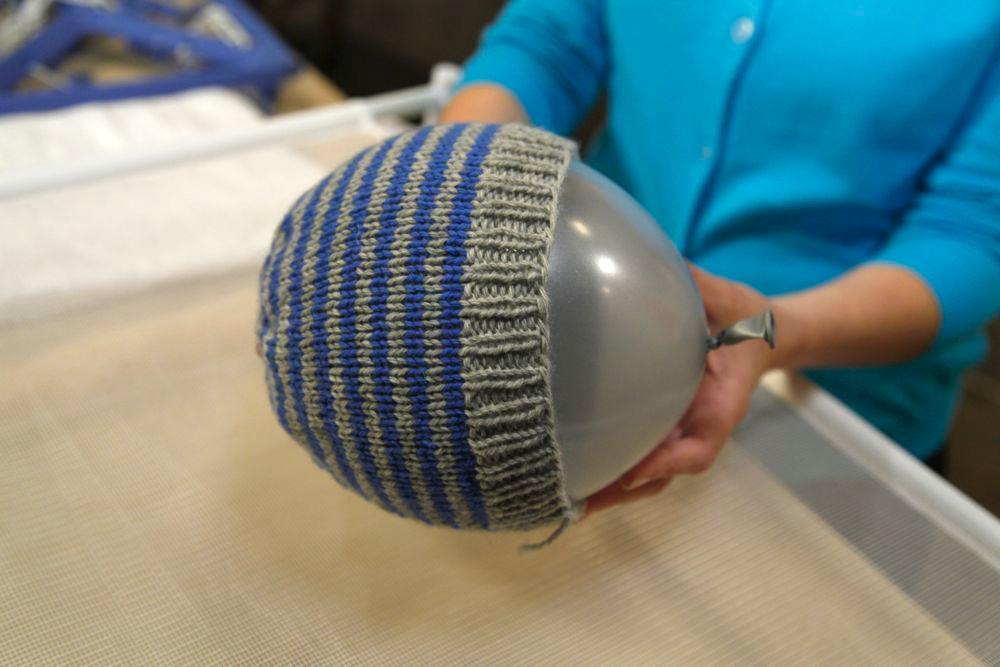 Blocking a knitted hat using a balloon