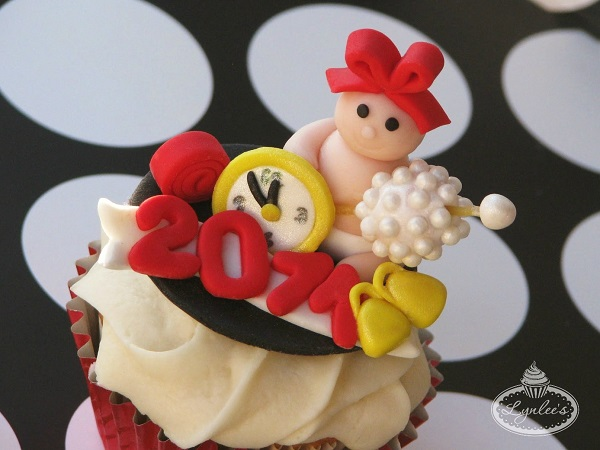 Very Cute New Year's Baby Cupcakes