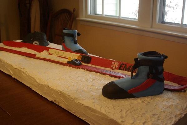 Skiing Cake - Craftsy Member Cake
