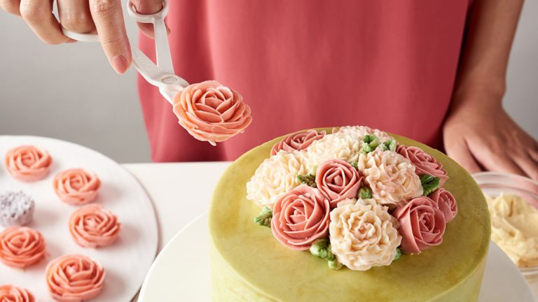 Buttercream in Bloom: Exquisitas flores hechas con tubos