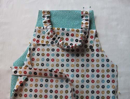 coser los tirantes del delantal