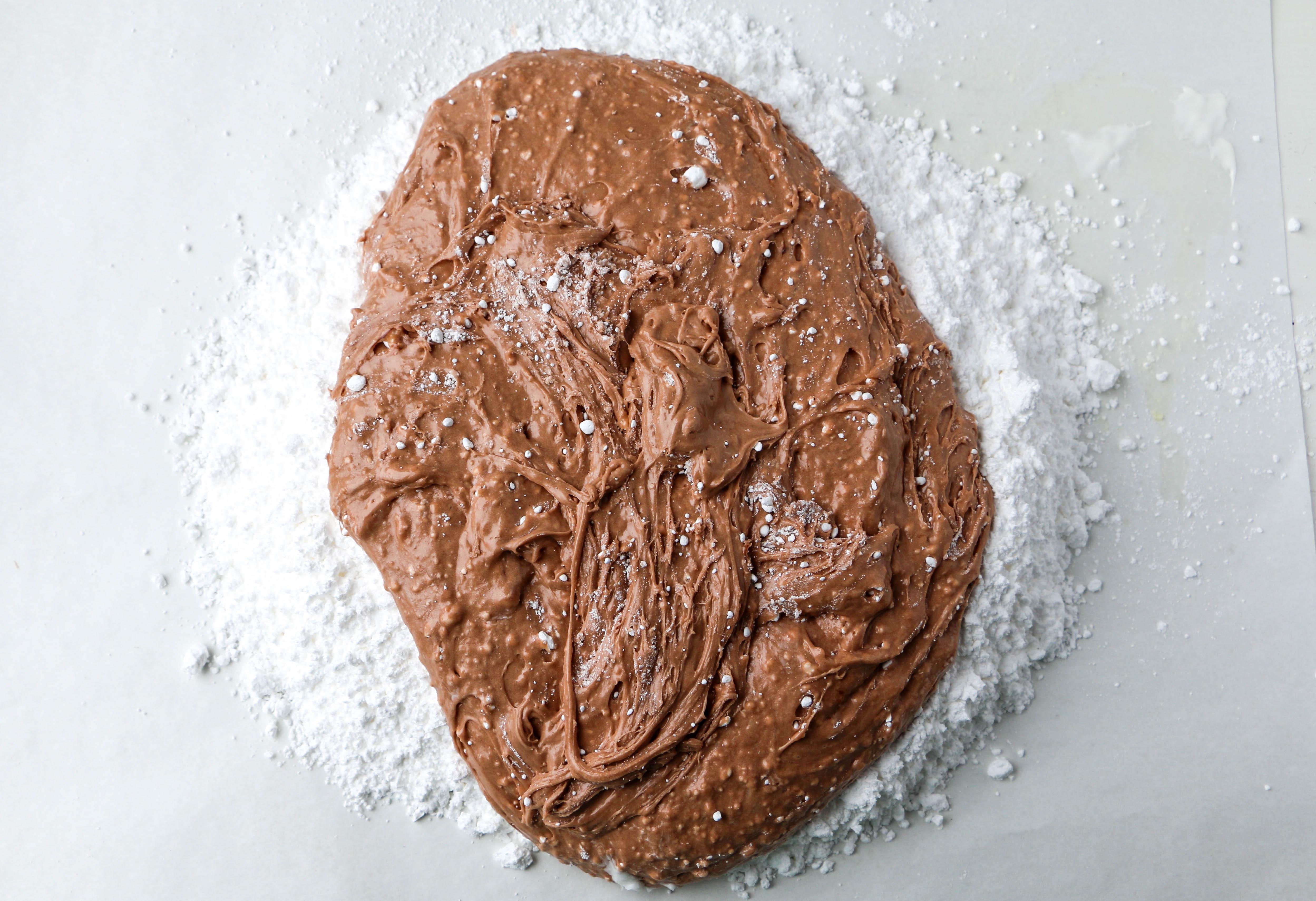 Combinando malvaviscos derretidos y azúcar | Erin Gardner