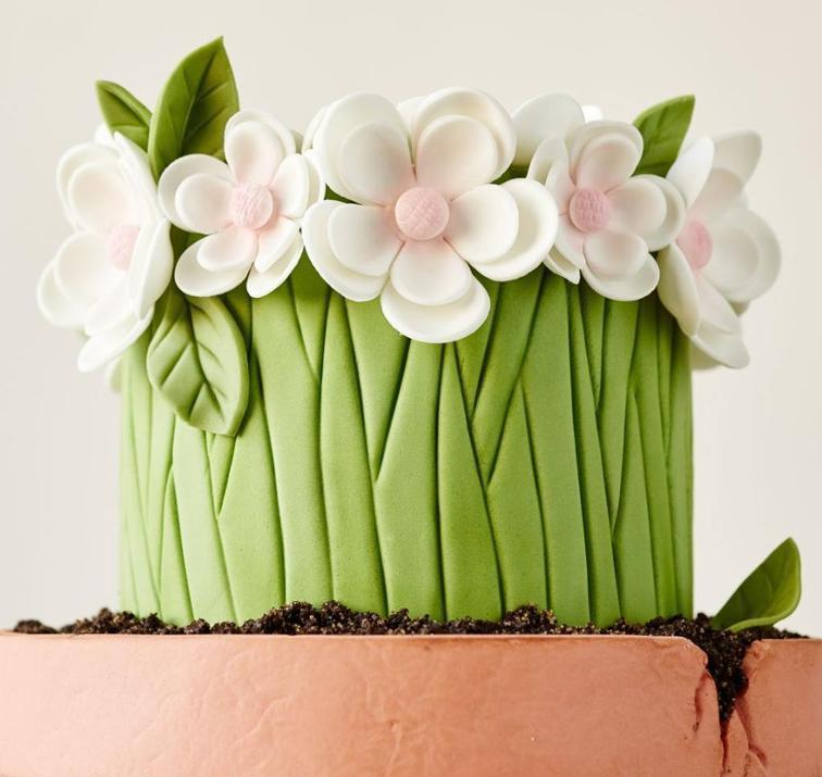 Tarta con flores de fondant de la instructora de Bluprint Lesley Wright