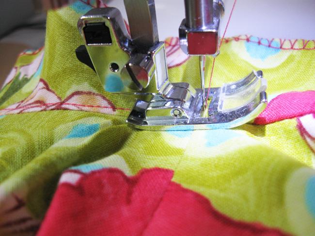 pespuntear las costuras de la sisa