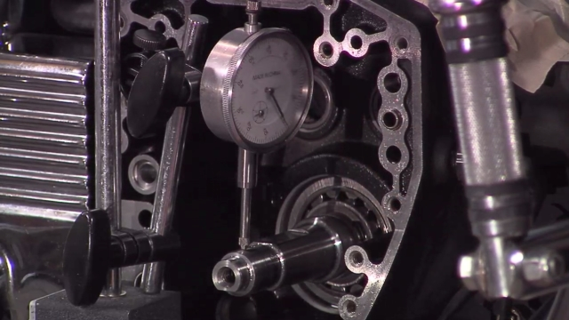 Crankshaft runout measurement with inner camshaft bearing removal and installation