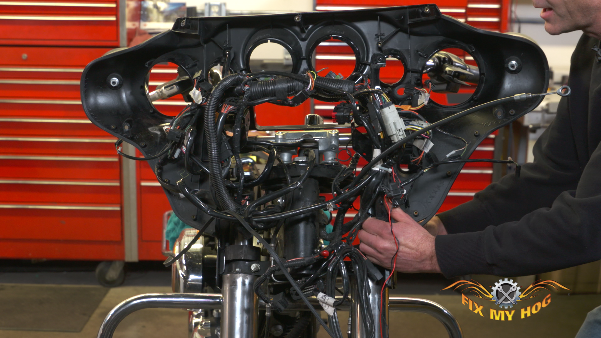 FMH-013633f_Y0E27U_c-Inner-Fairing-Removal-Part-2 Harley Davidson Flh Wiring Diagram on