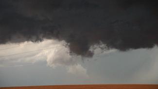 OPG 013417f_B2F38U_c Chasing the Storm