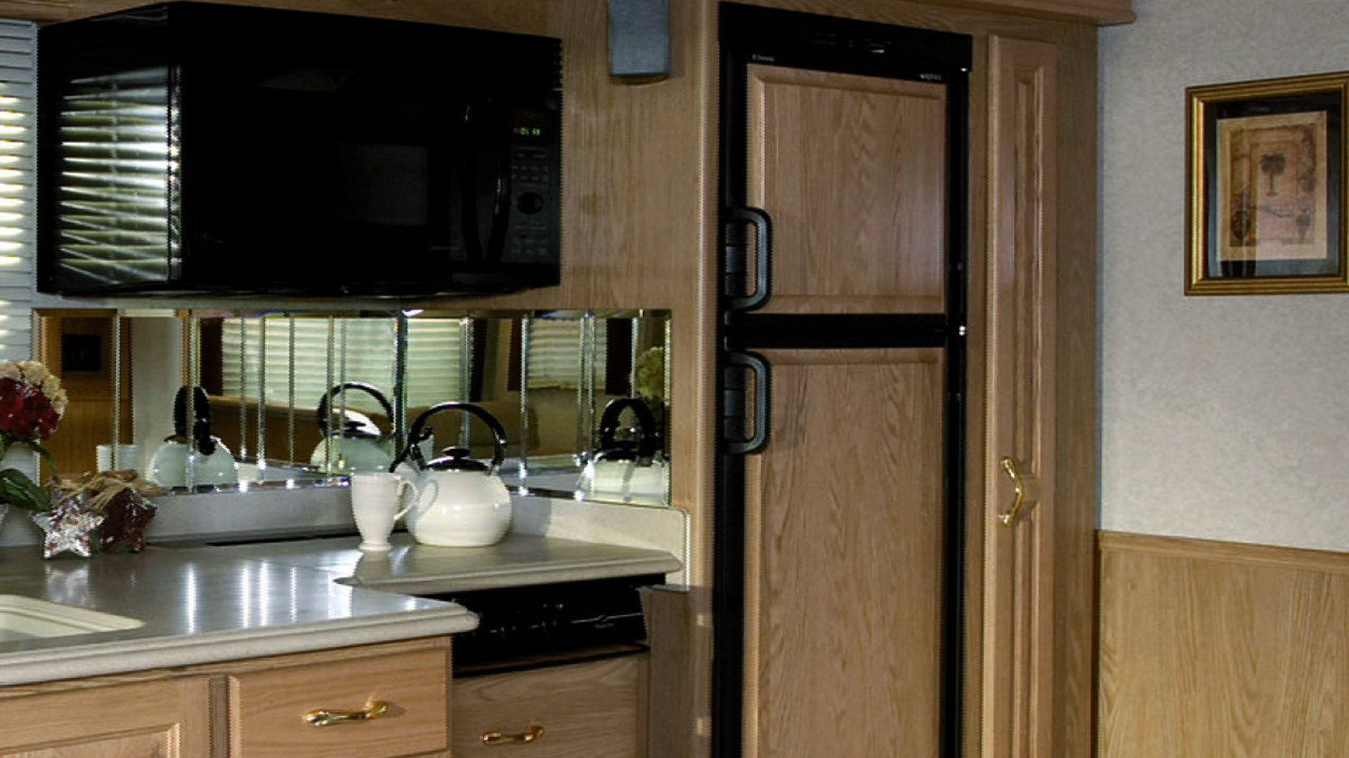 Common RV Refrigerators and Refrigerator Power Sources