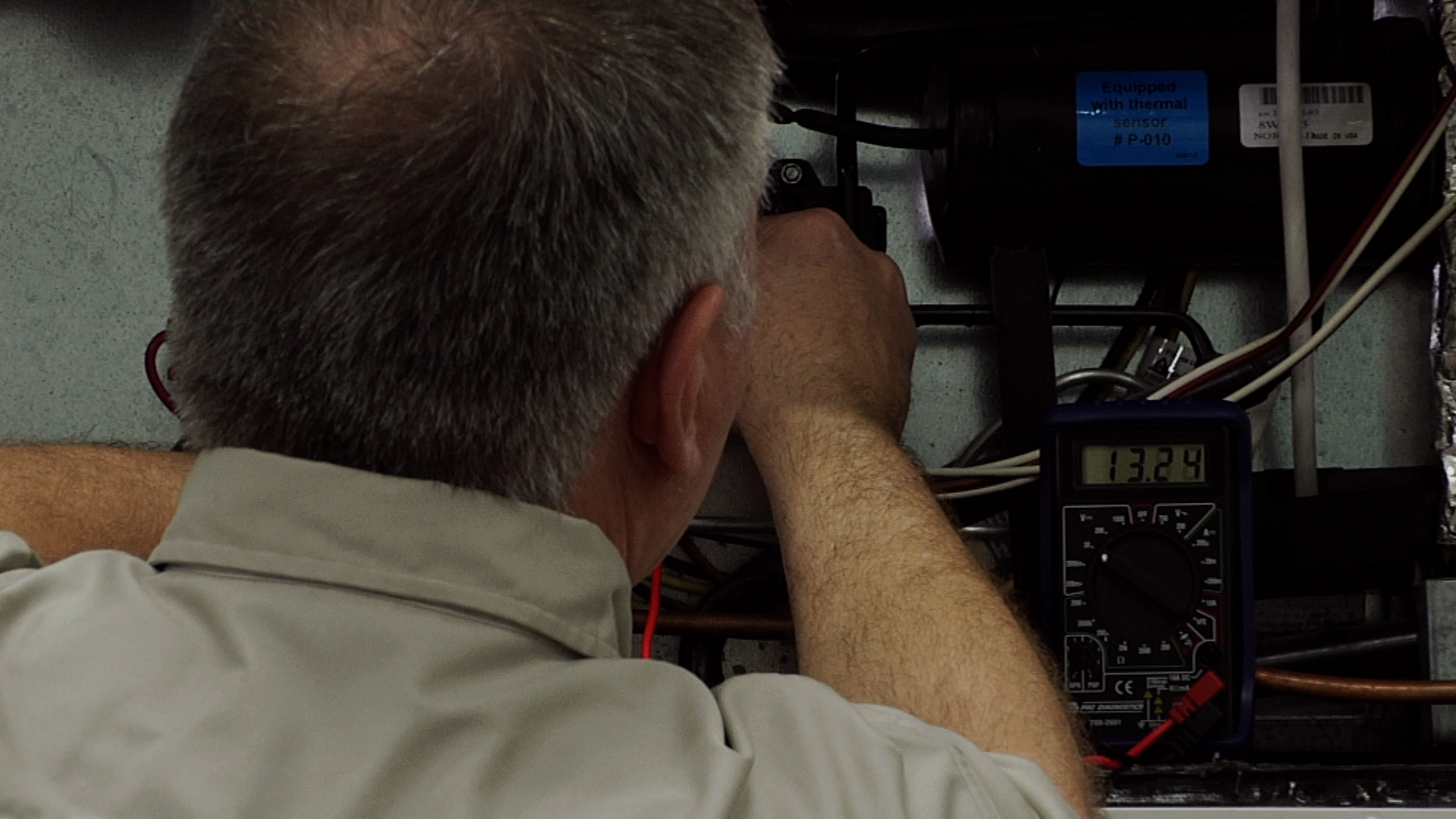 RV Refrigerator Troubleshooting: Checking the 12 Volt Battery