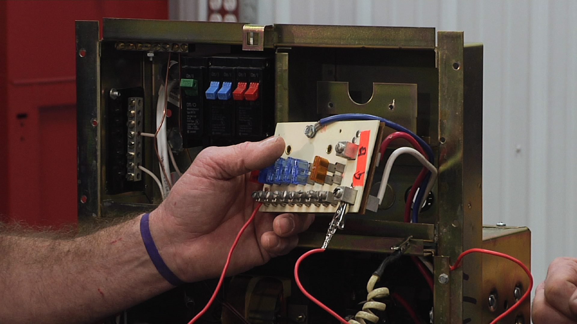 Understanding The Fuse Components Of An Rv Distribution Panel 150 Amp Holder Box