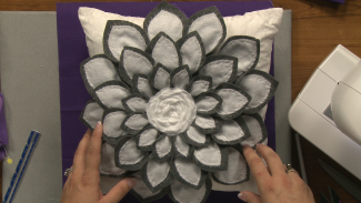 nsc-012128f_r4471u_c-felt-flower-pillow