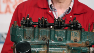 How to Remove the Cylinder Head and When You Should Do It