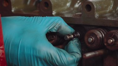 How to Assess the Engine Cylinder Head and Bores Including Valve Stem Oil Seal Replacement
