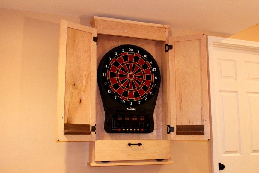 Build A Simple Dartboard Cabinet Woodworkers Guild Of America