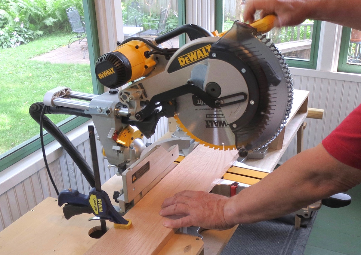 "DeWalt DWS780 12"" Dual Bevel Compound mitersaw"