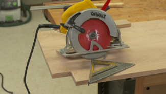 WGA 014835f_D1K49U_c Notching For Legs with a Circular Saw PREMIUM