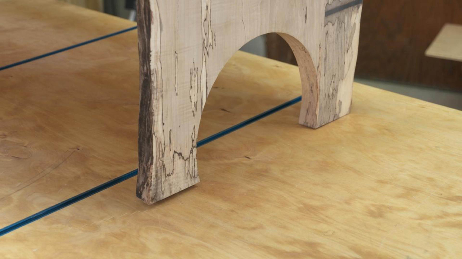 Woodworking Restoration Guide - Repairing a Wobbly Table
