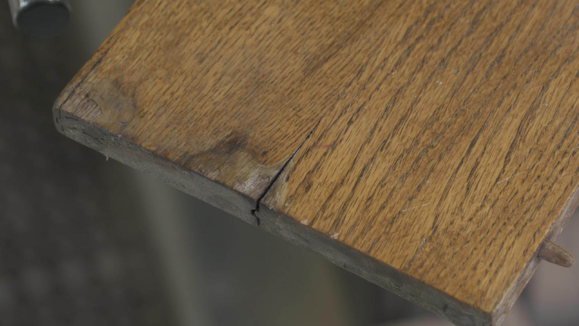 Woodworking Restoration Guide - Repairing a Cracked Table Leaf