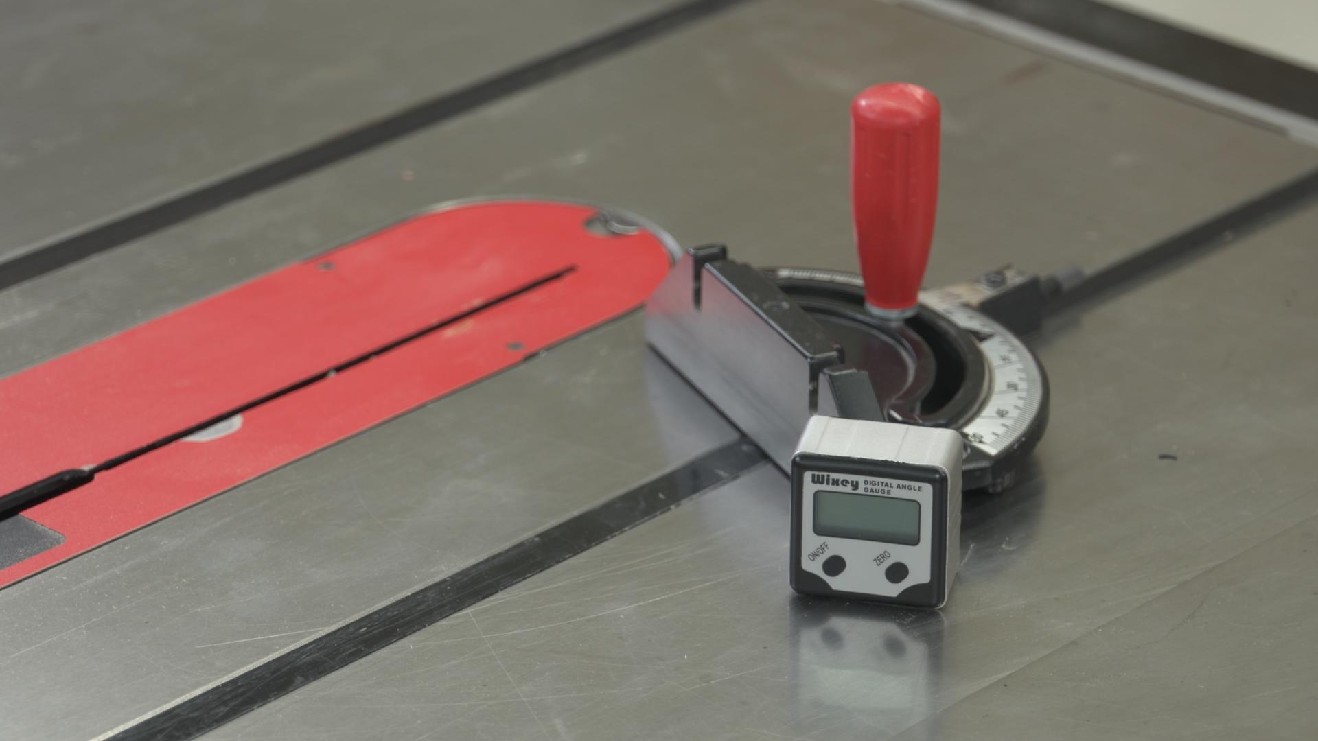 Using A Digital Angle Gauge To Set Table Saw Miter Gauge